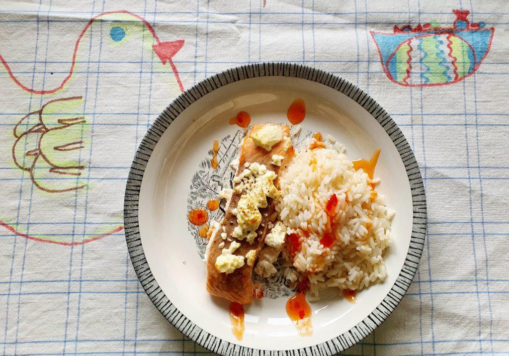 Lax och fetaost och ris